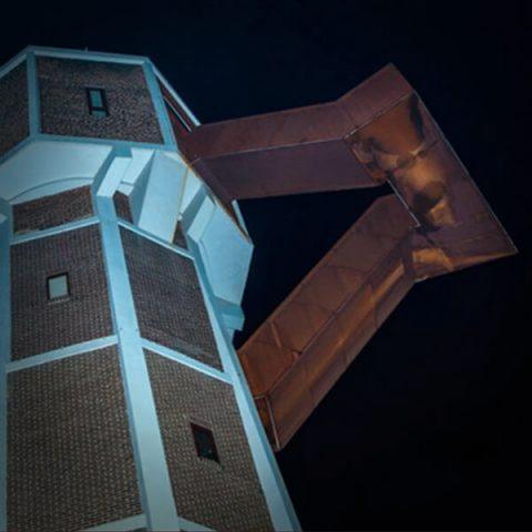 Toren by night